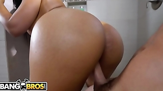 BANGBROS - Peter Callow Spies On Rose Monroe'_s Perfect Big Ass and Confidential