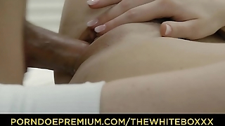 THE WHITE BOXXX &ndash_ Bootylicious blonde with small tits fucks personal trainer